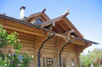Якщо будинок зрубаний з товстих колод, то це той рідкісний випадок, коли його можна додатково не утеплювати