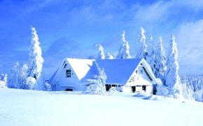 Снігова шапка на даху будинку - ідеальний утеплювач